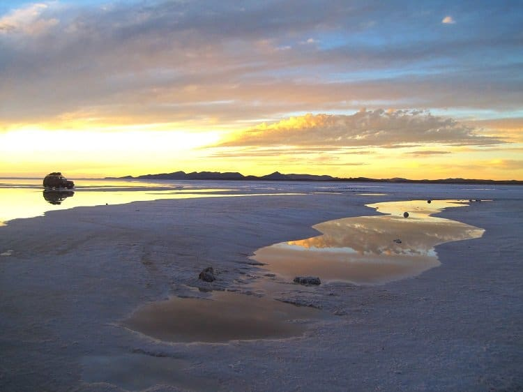 salar de uyuni sunset1 Awash In Salt: Photos From Salar de Uyuni in Bolivia