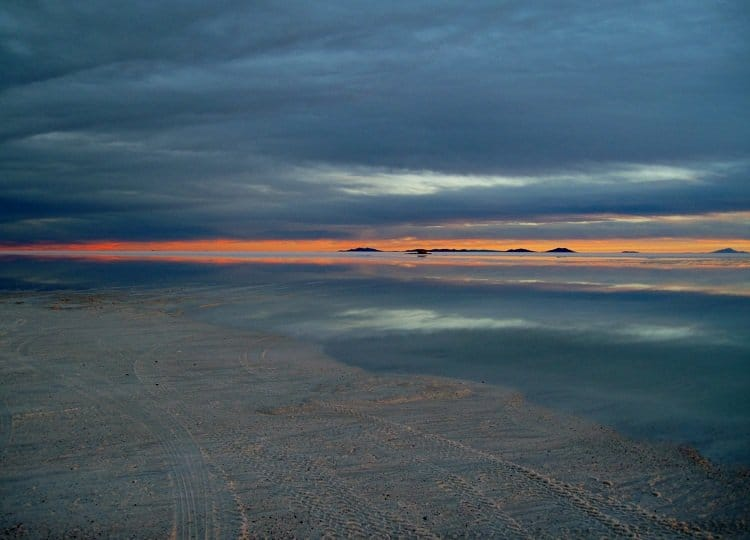 salar de uyuni sunset3 Awash In Salt: Photos From Salar de Uyuni in Bolivia