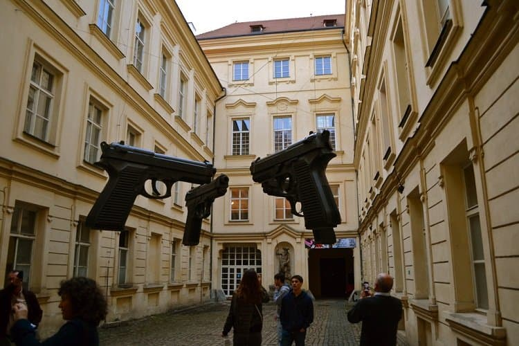 guns young art prague