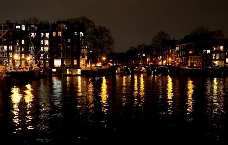 canals in amsterdam night