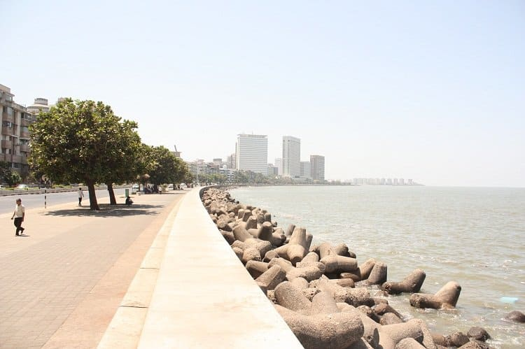 walking along marine drive 20 & More Things To Do In South Mumbai