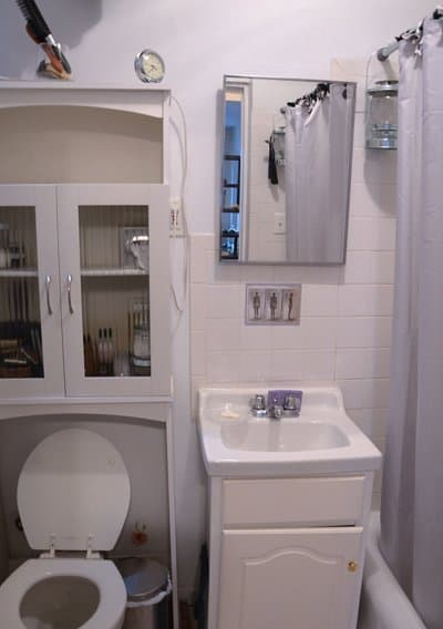 roomorama west village apartment bathroom