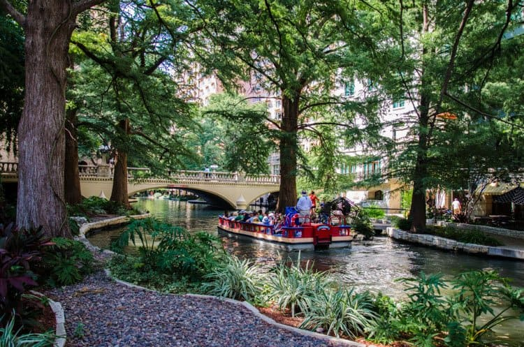 san antonio river walk boat