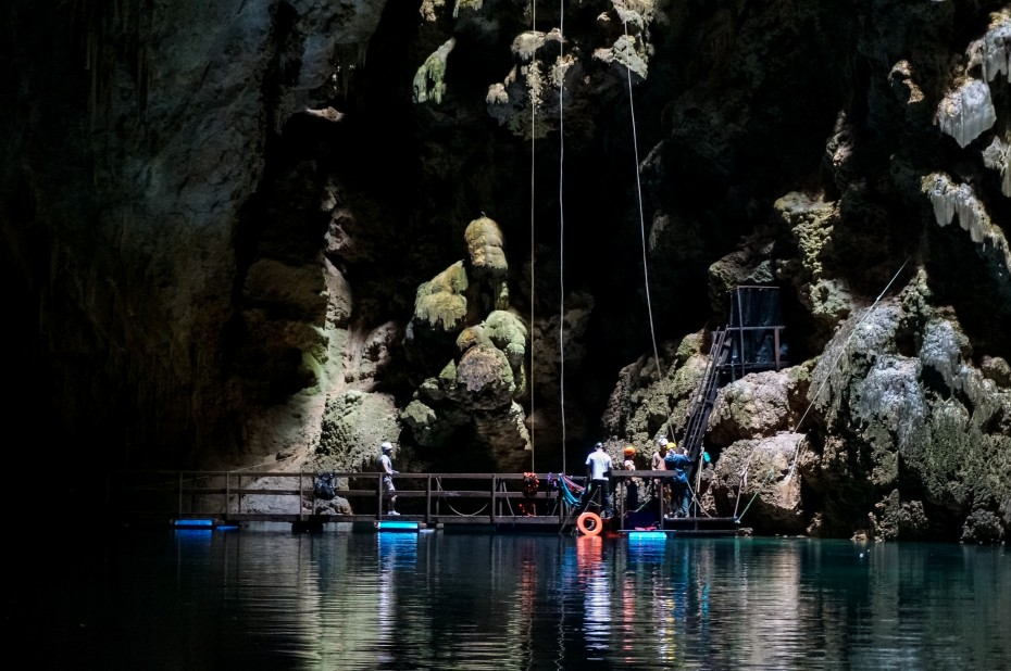 The dive platform at the bottom of the cave